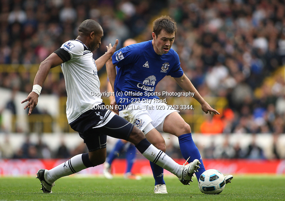 23/10/2010 Premier League football. Tottenham Hotspur v Everton.<br /> Diniyar Bilyaletdinov is challenged by Tottenham's Wilson Palacios.<br /> Photo: Mark Leech.