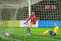 ALKMAAR - 27-01-2016, AZ - Cambuur, AFAS Stadion, 3-1, AZ speler Vincent Janssen scoort hier de 3-0, doelpunt, SC Cambuur speler Vytautas Andriuskevicius.