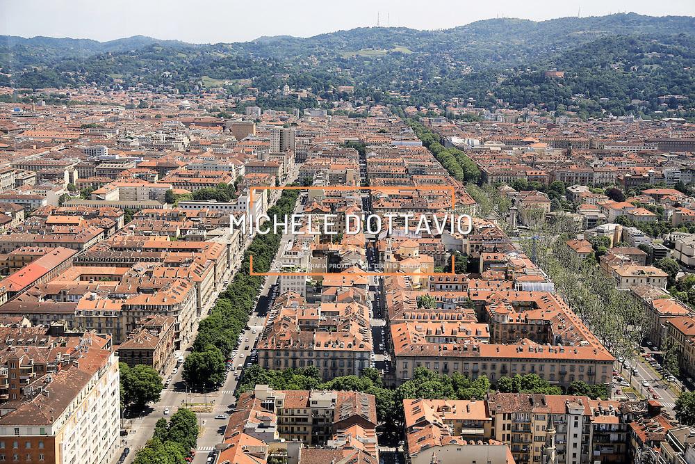 Panoramica di Torino vista dal 35&deg; piano del grattacielo di Intesa Sanpaolo.<br /> Torino 25 maggio 2016