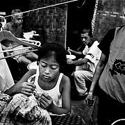 Ye Cunlou, Hyang Shanzei, Ye Wen og Ye Young blev alle begravet under murbrokkerne da deres hjem kollapsede over dem. Idag bor de i et telt bygget af skrotrester bag ved de barakker som regeringen har opført til de mange hjemløse. Barakkerne har stået færdige i et stykke tid, men regeringen vil ikke lade familien flytte ind i dem. Hvorfor, ved de ikke.
