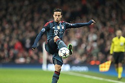 19.02.2014, Emirates Stadion, London, ENG, UEFA CL, FC Arsenal vs FC Bayern Muenchen, Achtelfinale, im Bild Thiago ALCANTARA #6 (FC Bayern Muenchen) bei der Ballannahme // during the UEFA Champions League Round of 16 match between FC Arsenal and FC Bayern Munich at the Emirates Stadion in London, Great Britain on 2014/02/19. EXPA Pictures © 2014, PhotoCredit: EXPA/ Eibner-Pressefoto/ Kolbert<br /> <br /> *****ATTENTION - OUT of GER*****