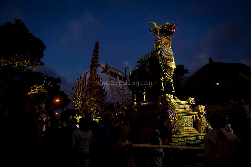 The Bade (cremation tower) and The Lembu ( Giant bull-shaped a container for the cremation) already finish already finish for Pelebon ceremony of Anak Agung Niang Rai of Puri Agung Ubud, The wife of King Of Ubud. Pelebon Ceremony or  Ngaben ceremony is a ceremony to purify and return the  five element of the universe that form the life itself in human body to the universe