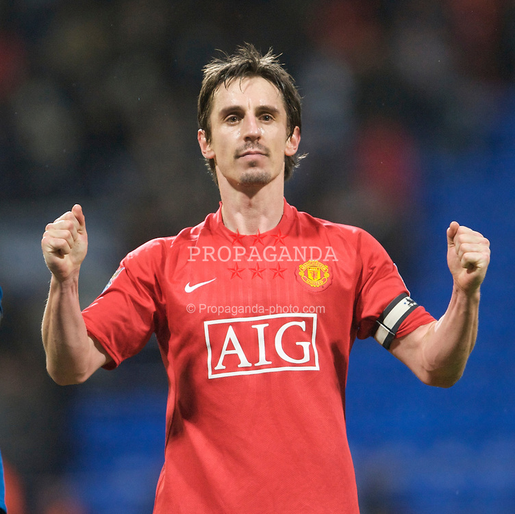 BOLTON, ENGLAND - Saturday, January 17, 2009: Manchester United's Gary Neville celebrates his side's undeserved victory over Bolton Wanderers during the Premiership match at the Reebok Stadium. (Mandatory credit: David Rawcliffe/Propaganda)