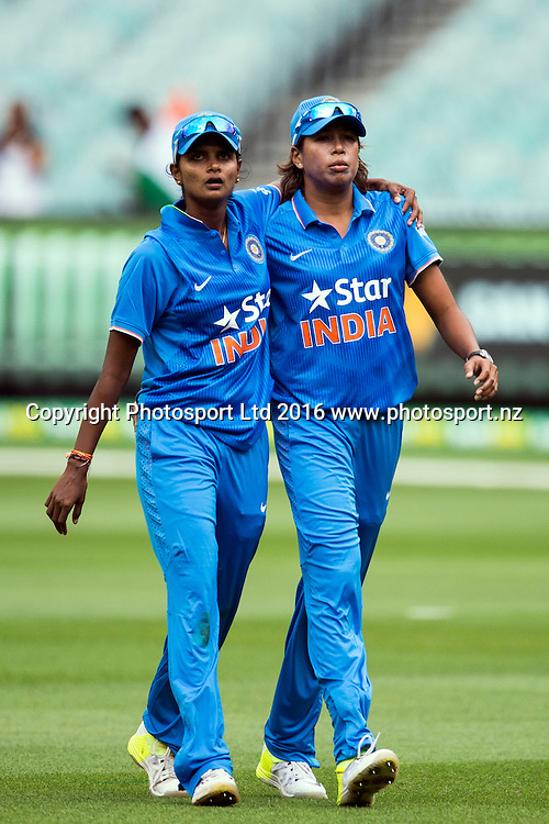 India's fast bowling duo Jhulan Goswami and Niranjana Nagarajan during the Women's Twenty20 match between Australia and India at the MCG in Melbourne, Australia. Friday 29 January 2016. Copyright photo: Raghavan Venugopal / www.photosport.nz