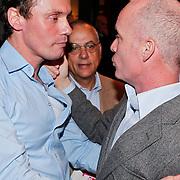 NLD/Amsterdam/20110216 - Boekpresentatie Twaalf goeroes, dertien ongelukken van schrijver Johan Noorloos, samen met Mart Visser en advocaat Oscar Hammerstein