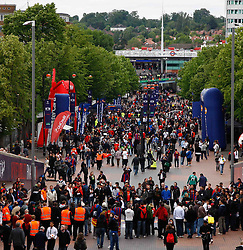 28.05.2011, Wembley Stadium, London, ENG, UEFA CHAMPIONSLEAGUE FINALE 2011, FC Barcelona (ESP) vs Manchester United (ENG), im Bild Fans walking down Wembley Way for the 2011UEFA  Champions League final between Manchester United from England and FC Barcelona from Spain, played at Wembley Stadium London, EXPA Pictures © 2011, PhotoCredit: EXPA/ M. Gunn