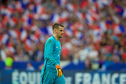 PARIS, FRANCE - Tuesday, June 13, 2017: England's goalkeeper Tom Heaton looks dejected as France score a second goal during an international friendly match at the Stade de France. (Pic by David Rawcliffe/Propaganda)
