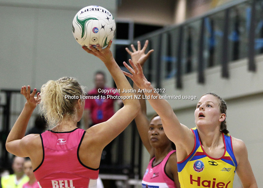 Thunderbirds' Erin Bell looks to take a shot as Pulse's Katrina Grant defends during the ANZ Netball Championship, Haier Pulse v Adelaide Thunderbirds at TSB Bank Arena, Wellington, New Zealand on Monday 21 May 2012. Photo: Justin Arthur / photosport.co.nz
