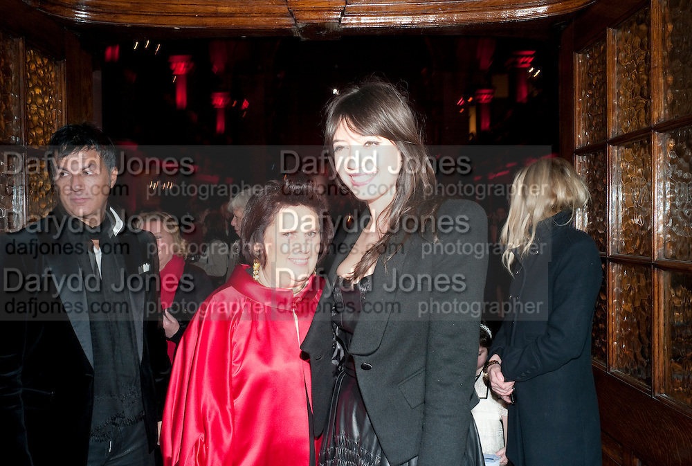 SUSY MENKES; DAISY LOWE, IMG HERALD TRIBUNE HERITAGE LUXURY PARTY.- Celebration of Heritage Luxury and 10 years of the International Herald Tribune Luxury Conferences. North Audley St. London. 9 November 2010. -DO NOT ARCHIVE-© Copyright Photograph by Dafydd Jones. 248 Clapham Rd. London SW9 0PZ. Tel 0207 820 0771. www.dafjones.com.
