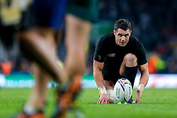 New Zealand Fly-Half Daniel Carter kicks a conversion - Mandatory byline: Rogan Thomson/JMP - 07966 386802 - 31/10/2015 - RUGBY UNION - Twickenham Stadium - London, England - New Zealand v Australia - Rugby World Cup 2015 FINAL.