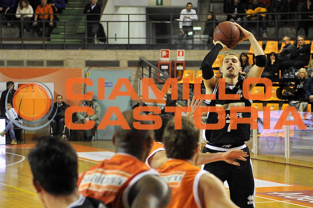 DESCRIZIONE : Udine Lega A2 2010-11 Snaidero Udine Naturhouse Ferrara<br /> GIOCATORE : Stefano Borsato<br /> SQUADRA :  Naturhouse Ferrara<br /> EVENTO : Campionato Lega A2 2010-2011<br /> GARA : Snaidero Udine Naturhouse Ferrara.<br /> DATA : 06/01/2011<br /> CATEGORIA : Tiro<br /> SPORT : Pallacanestro <br /> AUTORE : Agenzia Ciamillo-Castoria/S.Ferraro<br /> Galleria : Lega Basket A2 2010-2011 <br /> Fotonotizia : Udine Lega A2 2010-11 Snaidero Udine Naturhouse Ferrara<br /> Predefinita :