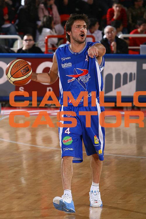 DESCRIZIONE : Teramo Lega A1 2007-08 Siviglia Wear Teramo Pierrel Capo Orlando <br /> GIOCATORE : Gianmarco Pozzecco <br /> SQUADRA : Pierrel Capo Orlando <br /> EVENTO : Campionato Lega A1 2007-2008 <br /> GARA : Siviglia Wear Teramo Pierrel Capo Orlando <br /> DATA : 09/03/2008 <br /> CATEGORIA : Palleggio <br /> SPORT : Pallacanestro <br /> AUTORE : Agenzia Ciamillo-Castoria