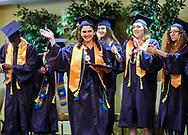 6月13日,美国洛杉矶,毕业生在毕业典礼上。当日,美国大学预备高中 (AUP)举办该校第一届毕业典礼,共十二名毕业生。新华社发 (赵汉荣摄)<br /> Students of American University Preparatory School participate in a graduation ceremony at a hotel in downtown Los Angeles, the United States, on Saturday, May 27, 2017. American University Preparatory School is a private, for-profit, four-year, co-educational boarding and day college preparatory high school for grades 9-12 located in Los Angeles, California, at the center of downtown Los Angeles. (Xinhua/Zhao Hanrong)