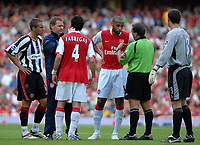 Photo: Ed Godden.<br />Arsenal v Sheffield United. The Barclays Premiership. 23/09/2006. Arsenal's Thierry Henry (C) has words with Referee Mr A. Wiley.