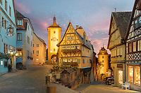 Das Plönlein mit dem Sieberstor in Rothenburg ob der Tauber bei Nacht