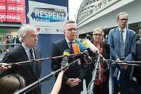 """23 JUN 2016, BERLIN/GERMANY:<br /> Klaus Dauderstädt, Vorsitzender Deutscher Beamtenbund, Thomas de Maizière, CDU, Bundesinnenminister, und Elke Hannack, Stellv. Vorsitzende Deutscher Gewerkschaftsbund, DGB, (v.L.n.R.) stellen eine gemeinsame Aktion gegen Gewalt gegen BEschäftigte im öffentlichen Dienst """"Für Sie - für mich - Respekt"""", vor,  Hauptbahnhof<br /> IMAGE: 20170623-01-023<br /> KEYWORDS: Thomas de Maizière, Klaus Dauderstaedt"""
