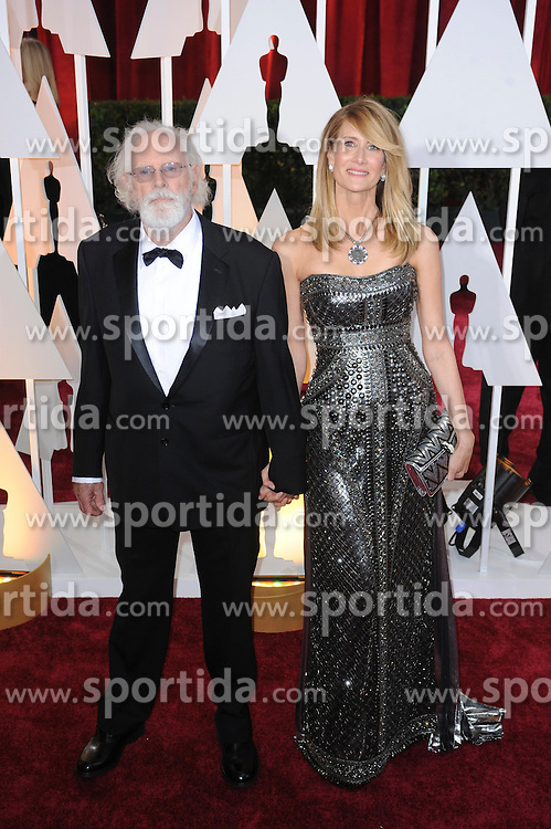 22.02.2015, Dolby Theatre, Hollywood, USA, Oscar 2015, 87. Verleihung der Academy of Motion Picture Arts and Sciences, im Bild Bruce Dern &amp; Laura Dern // attends 87th Annual Academy Awards at the Dolby Theatre in Hollywood, United States on 2015/02/22. EXPA Pictures &copy; 2015, PhotoCredit: EXPA/ Newspix/ PGMP<br /> <br /> *****ATTENTION - for AUT, SLO, CRO, SRB, BIH, MAZ, TUR, SUI, SWE only*****