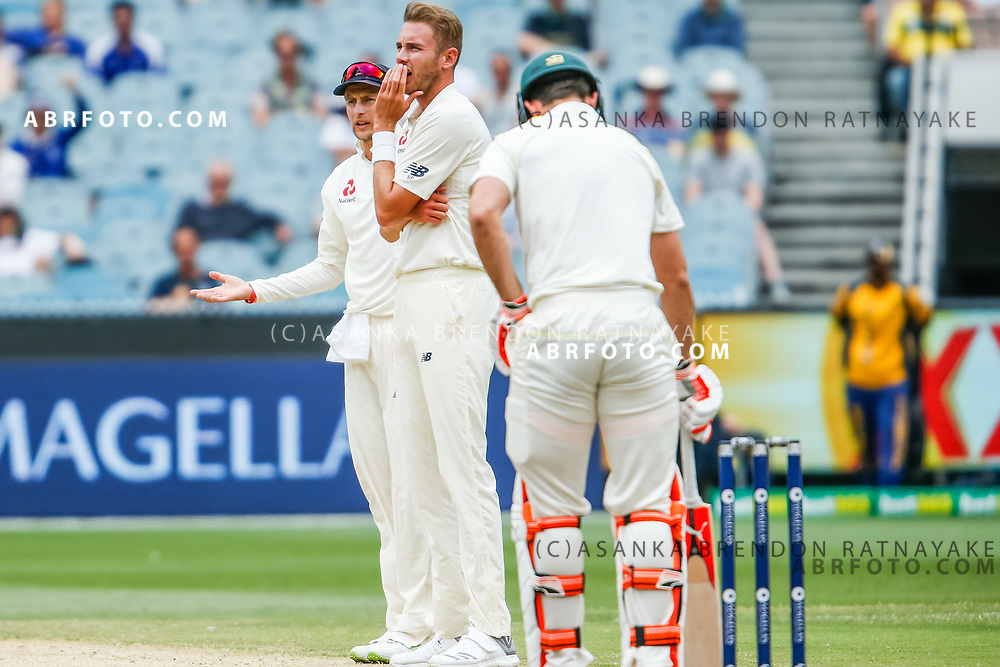 Stuart Broad and Joe Root appeal during day 5 of the 2017 boxing day test.