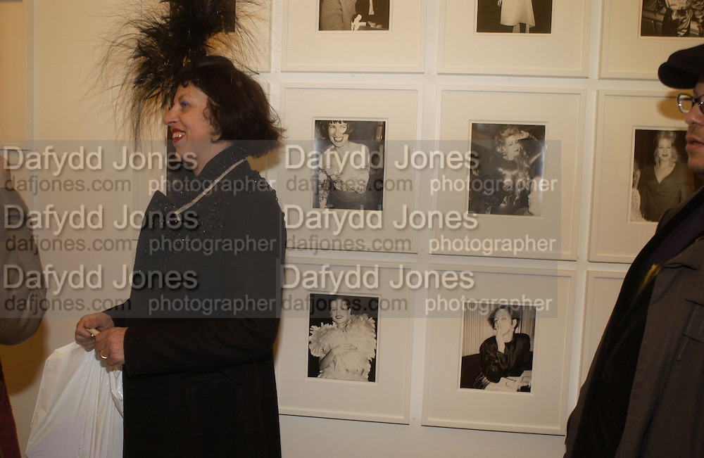Isabella Blow in front of warhol snap of her smoking. Warhol's World. Photography and Television. Hauser and Wirth. Piccadilly, London. 26  January 2006.  ONE TIME USE ONLY - DO NOT ARCHIVE  © Copyright Photograph by Dafydd Jones 66 Stockwell Park Rd. London SW9 0DA Tel 020 7733 0108 www.dafjones.com