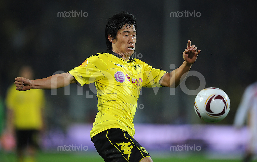 FUSSBALL   EUROPA LEAGUE   SAISON 2010/2011   GRUPPE J Borussia Dortmund - FC Sevilla         30.09.2010 Shinji KAGAWA (Borussia Dortmund) Einzelaktion am Ball