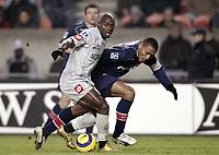 Fotball<br /> Frankrike 2004/05<br /> Paris Saint Germain v Toulouse<br /> 15. januar 2005<br /> Foto: Digitalsport<br /> NORWAY ONLY<br /> ACHILLE EMANA (TOU) / JOSE PIERRE FANFAN (PSG)