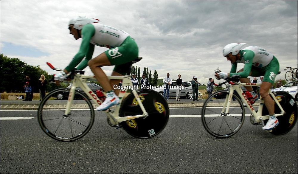 Dormans, 11.7.2002: Tour de France. Credit Agrecolesuser i lagtempo konkuransen i Tour de France 4 etappe (Epernay-Chateau Thierry).....Foto: Daniel Sannum Lauten/Dagbladet....Bilder til Dagbladets PS