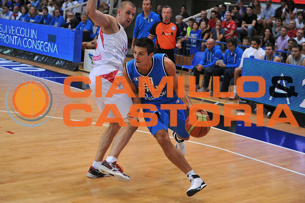 DESCRIZIONE : Trento Trentino Basket Cup Italia Polonia<br /> GIOCATORE : andrea cinciarini<br /> CATEGORIA : palleggio<br /> SQUADRA : Nazionale Italia Maschile<br /> EVENTO :  Trento Trentino Basket Cup<br /> GARA : Italia Polonia<br /> DATA : 09/08/2013<br /> SPORT : Pallacanestro<br /> AUTORE : Agenzia Ciamillo-Castoria/M.Gregolin<br /> Galleria : FIP Nazionali 2013<br /> Fotonotizia : Trento Trentino Basket Cup Italia Polonia<br /> Predefinita :