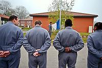 Epide, centres de seconde chance.<br /> Dans un encadrement compos&eacute; essentiellement d'anciens militaires, les jeunes en echec scolaire tente de remonter la pente.