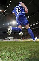 FUSSBALL     1. BUNDESLIGA     SAISON 2007/2008   24. SPIELTAG FC Schalke 04 - MSV Duisburg                                      14.03.2008 Symbolbild: Fussball Christian PANDER (FC Schalke 04) stuermt auf das Tor zu