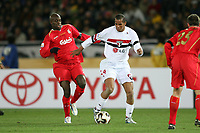 Fotball<br /> Finalen i VM for klubblag 2006<br /> FIFA Club World Championship TOYOTA Cup Japan 2005 <br /> 18.12.2005<br /> Sao Paulo FC 1-0 Liverpool FC <br /> Foto: Aflo/Digitalsport<br /> NORWAY ONLY<br /> <br /> Momo Sissoko (Liverpool)<br /> Aloisio (Sao Paulo)