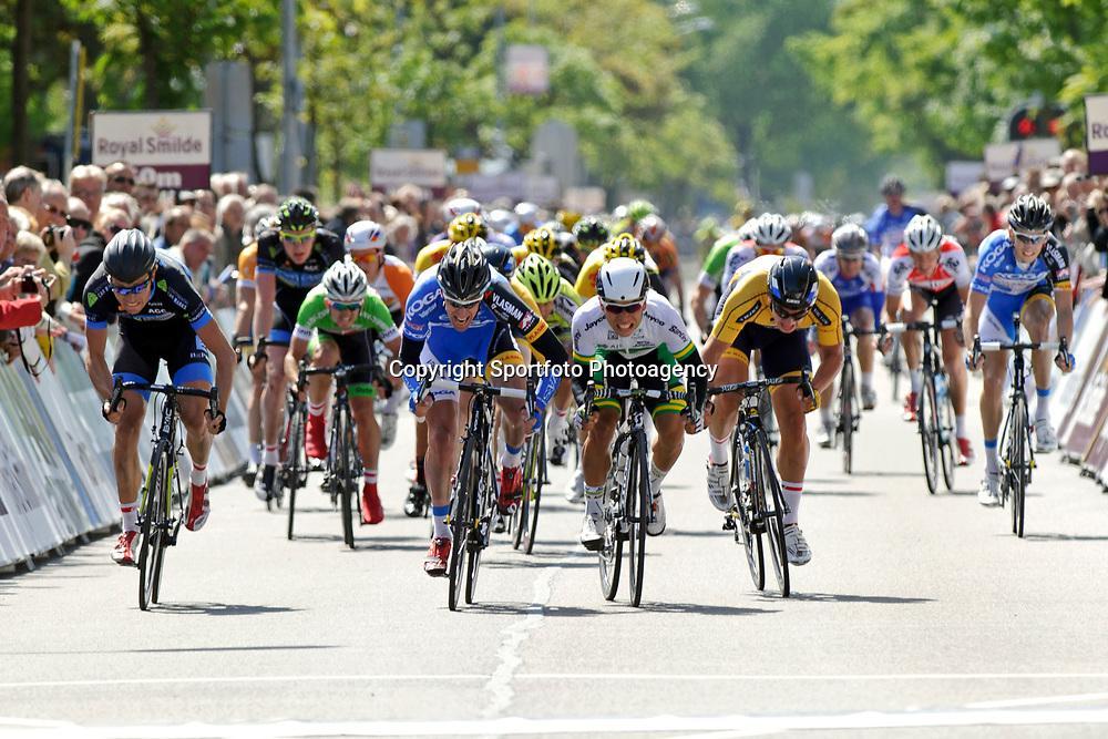 Olympia's Tour Etappe Zoetermeer - Rijswijk massasprint gewonnen door Wim Stroetinga