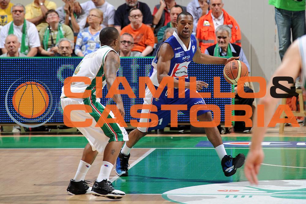 DESCRIZIONE : Siena Lega A 2010-11 Finale Play off Gara 1 Montepaschi Siena Bennet Cantu<br /> GIOCATORE : Mike Green<br /> CATEGORIA : palleggio<br /> SQUADRA : Bennet Cantu<br /> EVENTO : Campionato Lega A 2010-2011<br /> GARA : Montepaschi Siena Bennet Cantu<br /> DATA : 11/06/2011<br /> SPORT : Pallacanestro<br /> AUTORE : Agenzia Ciamillo-Castoria/GiulioCiamillo<br /> Galleria : Lega Basket A 2010-2011<br /> Fotonotizia : Siena Lega A 2010-11 Finale Play off Gara 1 Montepaschi Siena Bennet Cantu<br /> Predefinita :