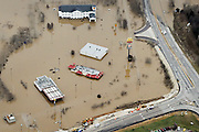 Submerged roads and houses are seen after several days of heavy rain led to flooding, in an aerial view over Union, Missouri December 29, 2015.  A storm system that triggered deadly tornadoes and flooding in the U.S. Midwest and Southwest pushed north on Tuesday, bringing snow and ice from Iowa to Massachusetts and another day of tangled air travel.  REUTERS/Kate Munsch
