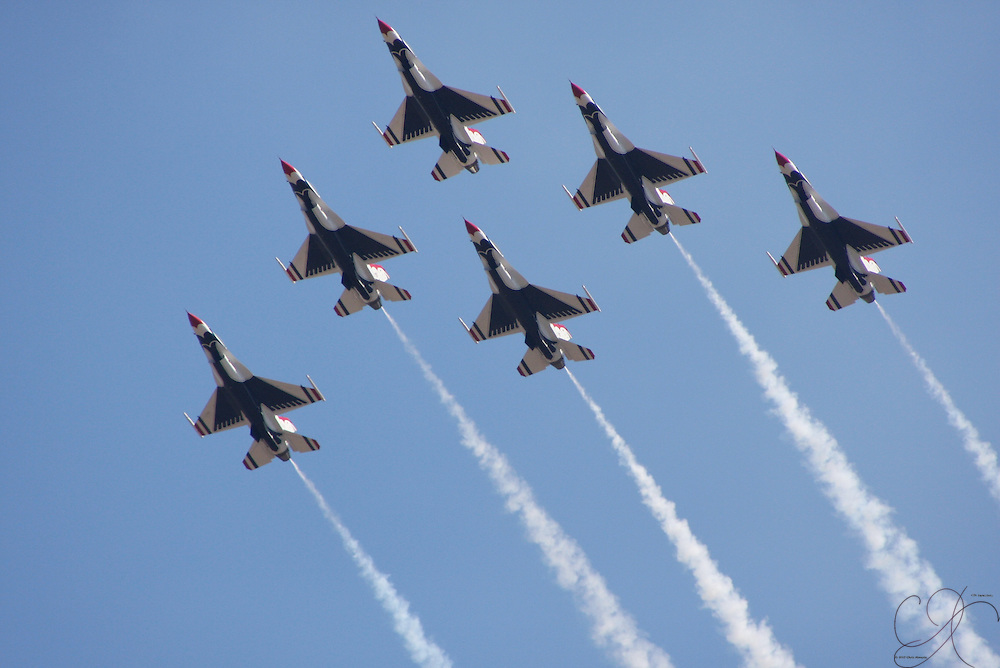 2008 USAF Thunderbirds pass overhead stage center during the 2008 McChord Air Expo