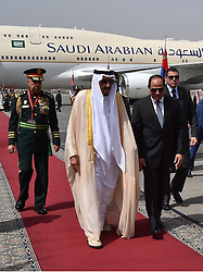 07.04.2016, Kairo, EGY, Der ägyptische Präsident Abdel Fattah al-Sisi empfängt Saudi-König Salman, im Bild, Der ägyptische Präsident Abdel Fattah al-Sisi empfängt Saudi-König Salman //  Egyptian President Abdel Fattah al-Sisi welcoming Saudi King Salman bin Abdulaziz upon his arrival at Cairo's international airport. Saudi King Salman started a five-day visit to Cairo in a show of support for Egyptian President Abdel Fattah al-Sisi, with the leaders due to sign a raft of investment deals, Egypt on 2016/04/07. EXPA Pictures © 2016, PhotoCredit: EXPA/ APAimages/ Egyptian President Office<br /> <br /> *****ATTENTION - for AUT, GER, SUI, ITA, POL, CRO, SRB only*****