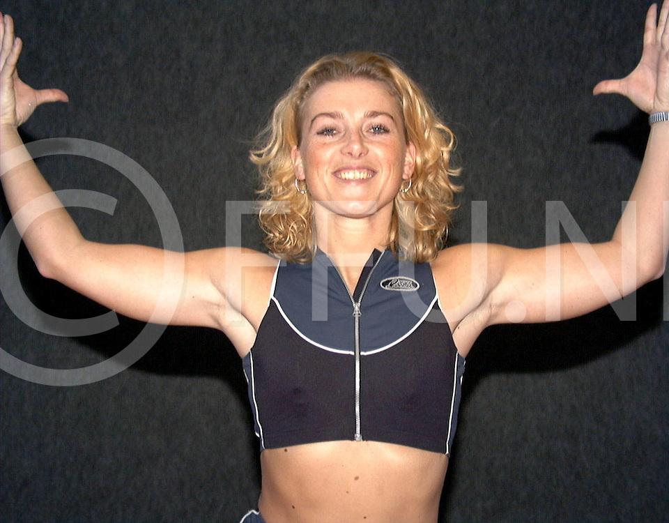 Fotografie Frank Uijlenbroekk©1999/olga van kampen.990131 nijverdal.in fit care center wordt vandaag het nk sportaerobics gegeven met op foto mevr van etten