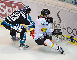 08.01.2016, Keine Sorgen Eisarena, Linz, AUT, EBEL, EHC Liwest Black Wings Linz vs Dornbirner Eishockey Club, 41. Runde, im Bild Fabio Hofer (EHC Liwest Black Wings Linz) Drew MacKenzie (Dornbirner Eishockey Club) // during the Erste Bank Icehockey League 41st round match between EHC Liwest Black Wings Linz and Dornbirner Eishockey Club at the Keine Sorgen Icearena, Linz, Austria on 2016/01/08. EXPA Pictures © 2016, PhotoCredit: EXPA/ Reinhard Eisenbauer