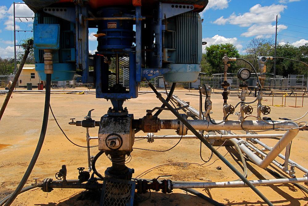 Campo de Produccion PETROZUATA - Petrozuata. Ubicado en el sector de San Diego de Cabrutica, en el se encuentran las mas importantes empresas petroleras tanto nacionales como extrangeras entre las que se destacan PEQUIVEN, Sincor, PDVSA y Fertinitro. 08 de abril del 2008.<br /> Photography by Aaron Sosa<br /> Caracas, Venezuela 2008<br /> (Copyright &copy; Aaron Sosa)