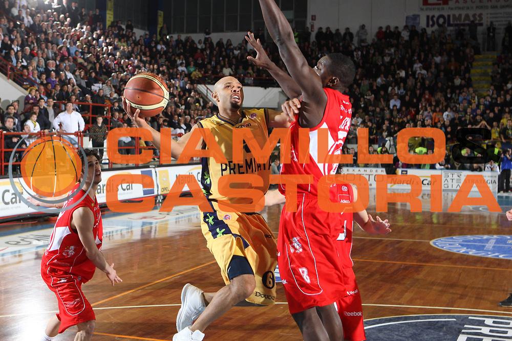 DESCRIZIONE : Porto San Giorgio Lega A1 2008-09 Premiata Montegranaro Armani Jeans Milano<br /> GIOCATORE : Kiwane Garris<br /> SQUADRA : Premiata Montegranaro<br /> EVENTO : Campionato Lega A1 2008-2009<br /> GARA : Premiata Montegranaro Armani Jeans Milano<br /> DATA : 15/02/2009<br /> CATEGORIA : Tiro<br /> SPORT : Pallacanestro<br /> AUTORE : Agenzia Ciamillo-Castoria/G.Ciamillo<br /> Galleria : Lega Basket A1 2008-2009<br /> Fotonotizia : Porto San Giorgio Campionato Italiano Lega A1 2008-2009 Premiata Montegranaro Armani Jeans Milano<br /> Predefinita :
