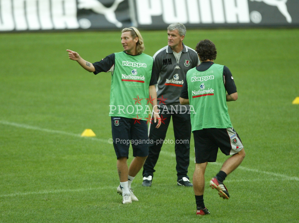 MILAN, ITALY - Thursday, September 4, 2003: Wales' Robbie Savage and manager Mark Hughes training at the San Siro ahead of their Group 9 Euro 2004 qualifier against Italy. (Pic by David Rawcliffe/Propaganda)