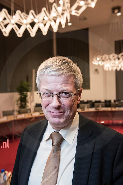 17december2013 Nederland, vriezenveen Ben Engberts<br /> Engberts<br /> contactgegevens en taken Ben Engberts FunctieWethouder<br /> E-mail adresb.engberts@twenterand.nl<br /> Taken<br /> <br /> 4e locoburgemeester, portefeuille:<br /> <br />     Openbare werken <br />     Verkeer en vervoer, regiotaxi <br />     Platteland en natuur <br />     Milieu, afval en energiebeleid<br />     Leefomgeving<br />     Beheer gemeentelijk vastgoed<br /> <br /> <br /> Nevenfuncties:<br /> <br />     Voorzitter SGP Studievereniging, onbezoldigd<br />     Oud. Kerkvoogd in HNHK &quot;Beth El&quot;, onbezoldigd<br /> <br /> Politieke partijSGP