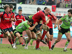 Paul O'Connell attacks for Munster. Montauban v Munster,  Heineken Cup Pool A match in Montauban, France...