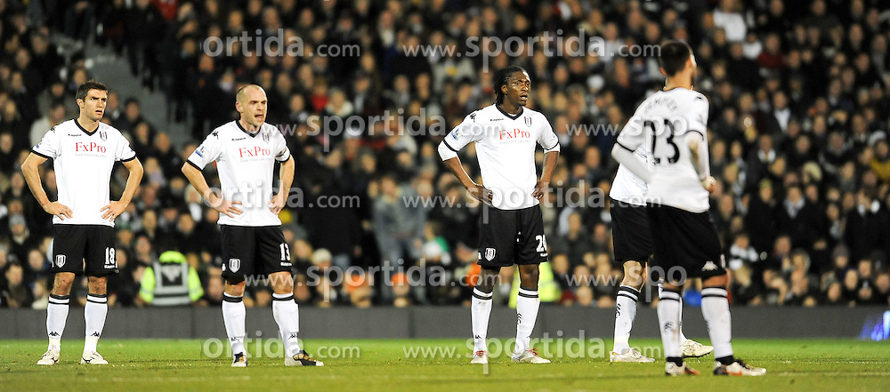 21.11.2010, Graven Cottage, London, ENG, PL, Fulham vs Manchester City, im Bild Fulham players completely dejected before half-time being3-0 down  Fulham vs Manchester City  in the Barclays Premier League  at Cra ven Cottage stadium in London on 21/11/2010, EXPA Pictures © 2010, PhotoCredit: EXPA/ IPS/ R. Noyes *** ATTENTION *** UK AND FRANCE OUT!