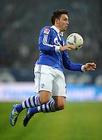 FUSSBALL   1. BUNDESLIGA   SAISON 2011/2012   20. SPIELTAG FC Schalke 04 - FSV Mainz 05                                  04.02.2012 Marco Hoeger (FC Schalke 04) Einzelaktion am Ball