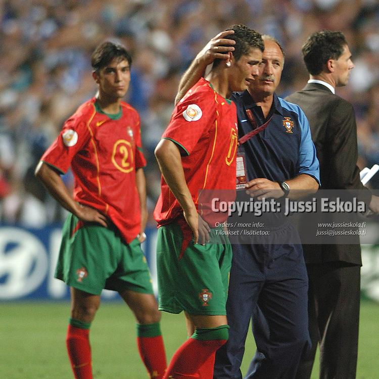 Cristiano Ronaldo, Luiz Felipe Scolari, Euro 2004 final, Portugal-Greece 4.7.2004.Euro 2004.&amp;#xA;Photo: Jussi Eskola<br />