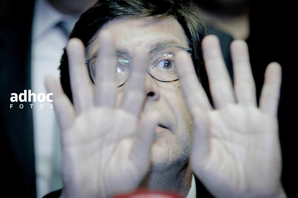 20161005/ Javier Calvelo - adhocFOTOS/ URUGUAY/ MONTEVIDEO/ Palacio Legislativo/ Conferencia de prensa de Javier Miranda con apoyo de toda la bancada Frente Amplio en relacion a los planteos de legisladores de la oposici&oacute;n de concretar una moci&oacute;n de censura contra el ministro del interior.<br /> En la foto:  Javier Miranda junto a la bancada Frente Amplio en el Palacio Legislativo. Foto: Javier Calvelo/ adhocFOTOS