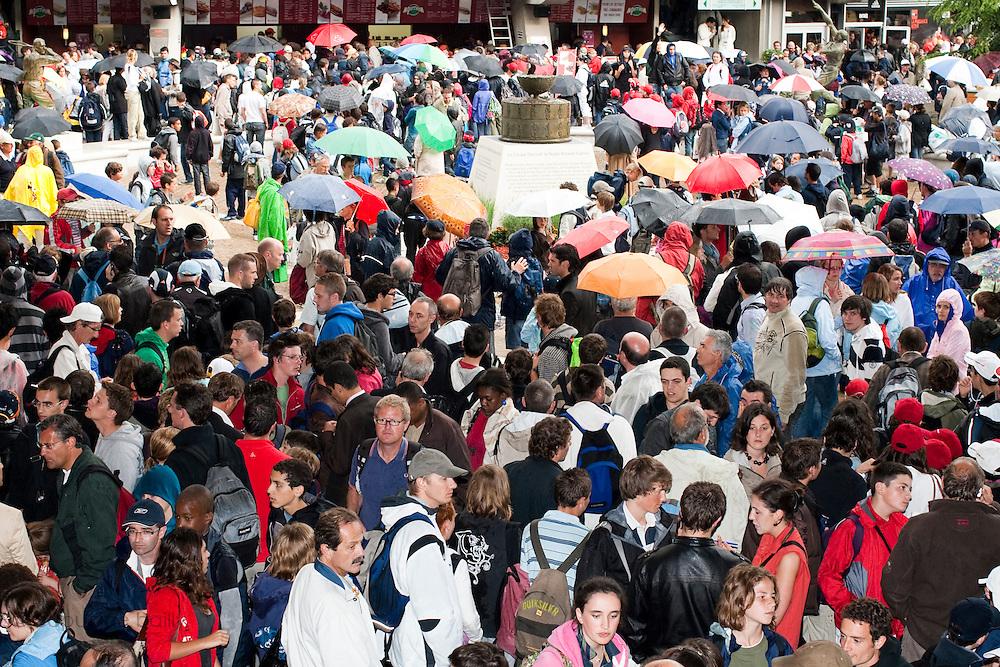 Roland Garros. Paris, France. 26 Mai 2010..Les matchs sont interrompus par la pluie...Roland Garros. Paris, France. May 26th 2010..Rain interrupts matches..
