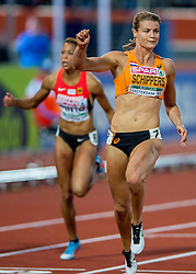 08-07-2016 NED: European Athletics Championships day 3, Amsterdam<br /> Dafne Schippers heeft in Amsterdam haar Europese titel op de 100 meter geprolongeerd. De 24-jarige Utrechtse was voor een uitverkocht Olympisch Stadion in de finale veel te sterk voor de concurrentie. Schippers zegevierde in 10,90 seconden.