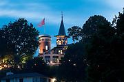 Blankenese bei Daemmerung, Hamburg, Deutschland.|.Blankenese at dusk, Hamburg, Germany.
