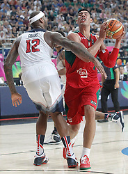 06.09.2014, City Arena, Barcelona, ESP, FIBA WM, USA vs Mexiko, im Bild USA's DeMarcus Cousins (l) and Mexico's Gustavo Ayon // during FIBA Basketball World Cup Spain 2014 match between USA and Mexico at the City Arena in Barcelona, Spain on 2014/09/06. EXPA Pictures © 2014, PhotoCredit: EXPA/ Alterphotos/ Acero<br /> <br /> *****ATTENTION - OUT of ESP, SUI*****